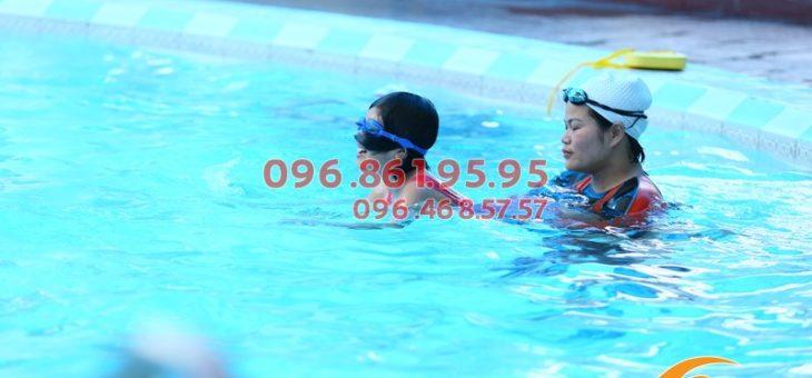 Lớp học bơi ở Bảo Sơn cho bé 6 tuổi: dạy kèm riêng, học phí chỉ 2.5tr