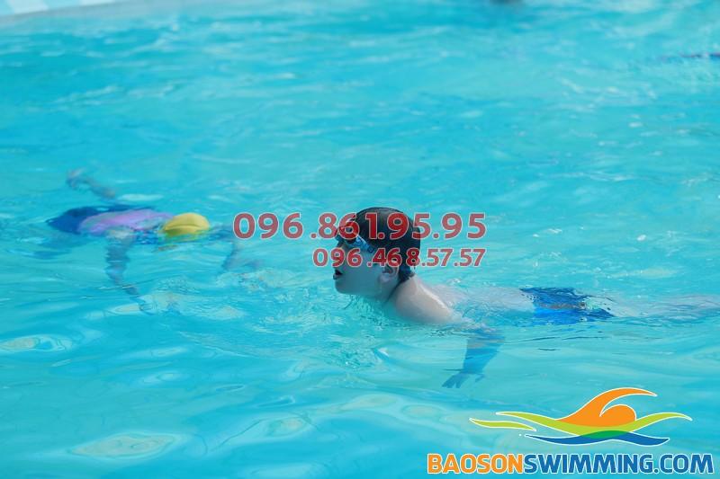 Lớp học bơi ở Bảo Sơn vô cùng an toàn, hiệu quả