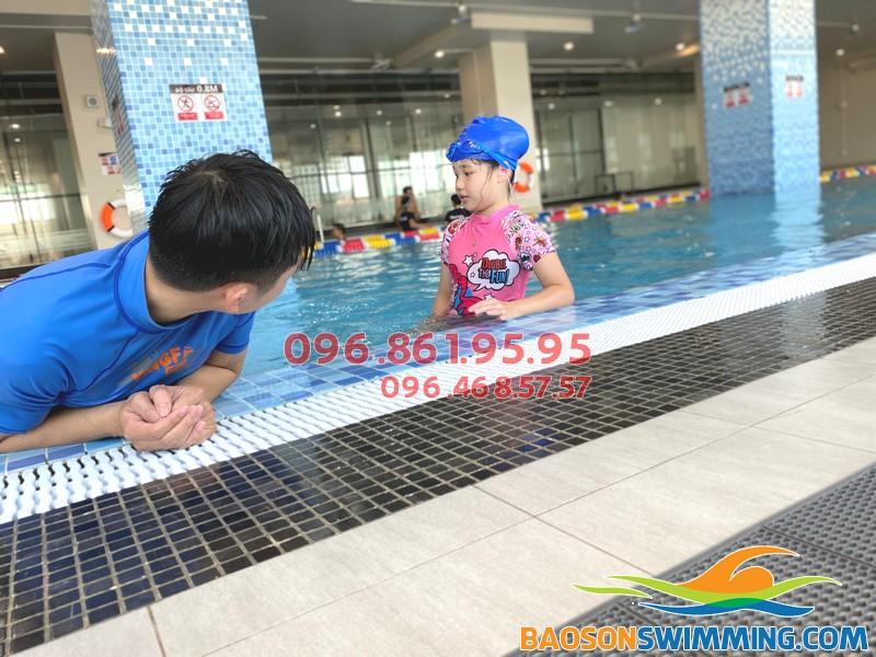 Học bơi ếch giá rẻ tại bể bơi The legend Pool