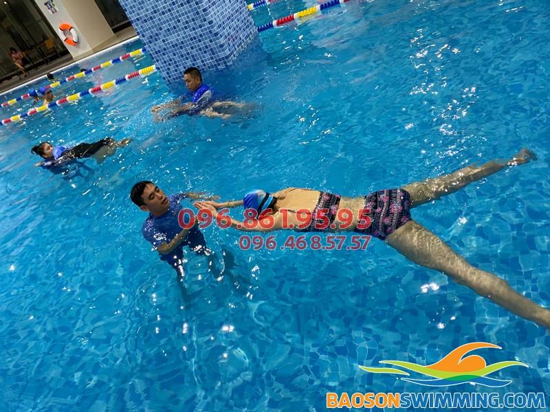 Học bơi ếch kèm các kỹ năng bơi cơ bản tại bể bơi The Legend Pool