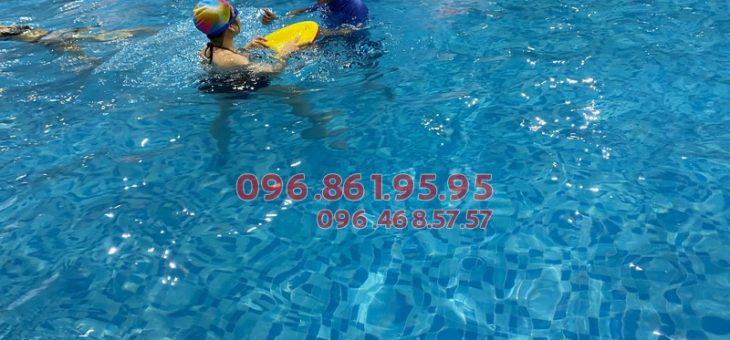 Học bơi tại bể The Legend Pool có tốt không?