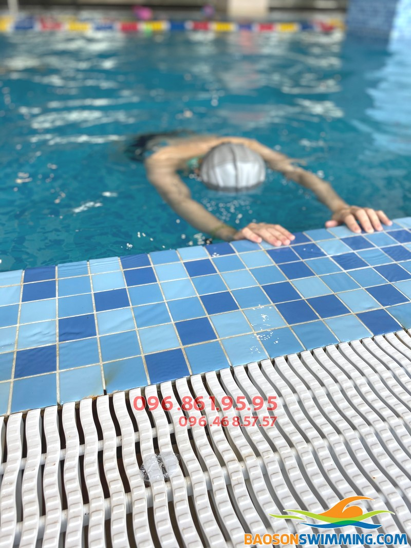 Học bơi người lớn tại The Legend Pool với lịch học cực linh hoạt