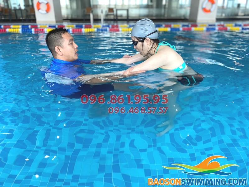 Học bơi người lớn kèm riêng cùng đội ngũ HLV chuyên nghiệp