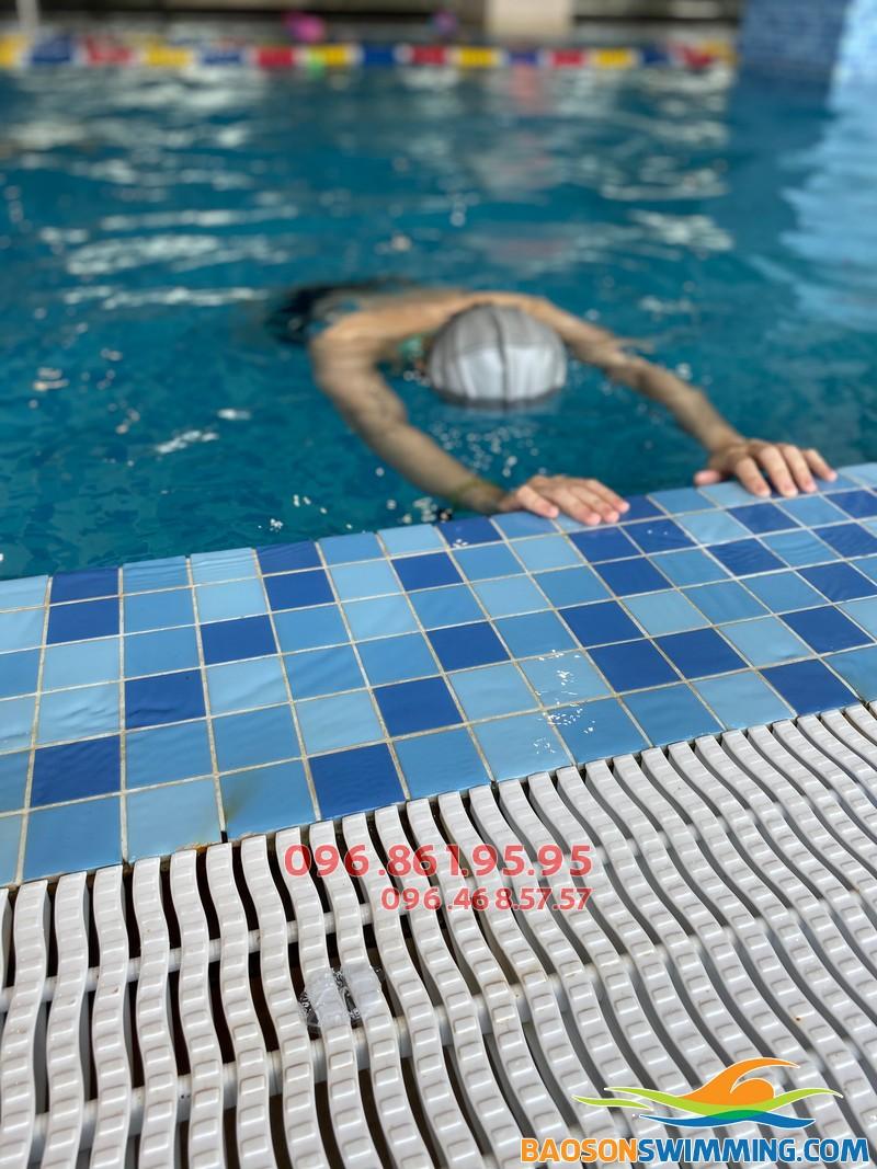 Dạy bơi người lớn giá rẻ tại bể The Legend Pool