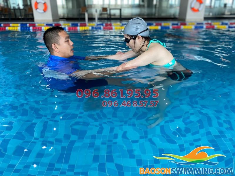 Lớp dạy bơi cho người lớn kèm riêng chất lượng tốt nhất Hà Nội