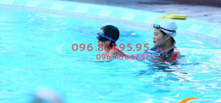 Cho con học bơi ở đâu hiệu quả, an toàn ở Hà Nội 2021?